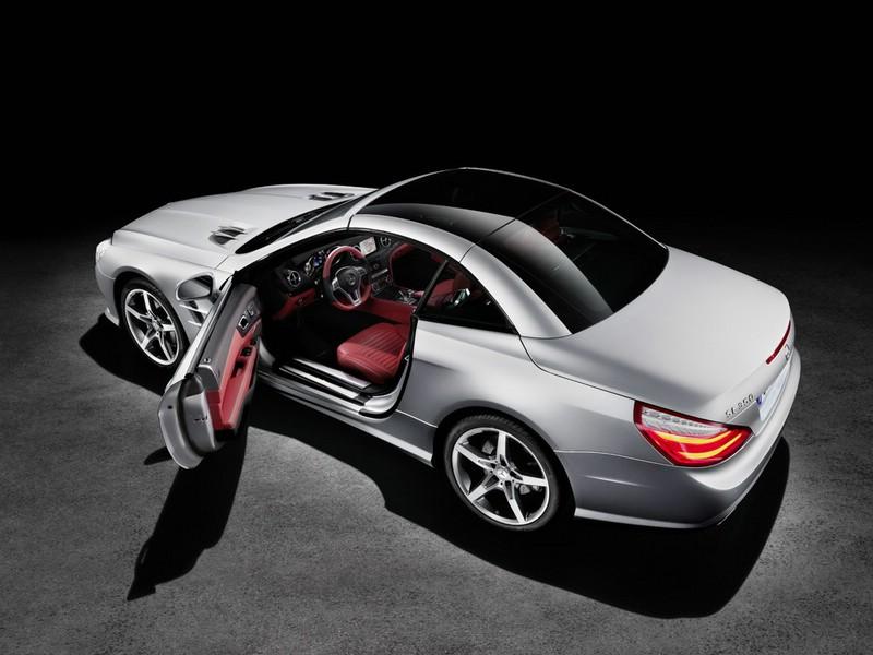 Hier steigt der Mercedes-Benz SL Fahrer ein