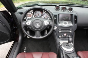 Cockpit des Nissan Roadster 370Z