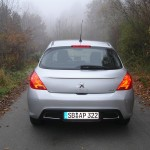 Peugeot 308 Active VTI 1,6 präsentiert sich von hinten