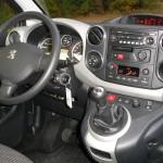 Das Cockpit des Peugeot Partner Tepee