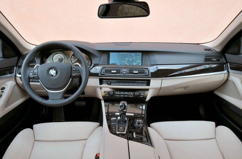 Armaturenbrett bmw  Galerie: BMW Active Hybrid 5 Armaturenbrett | Bilder und Fotos