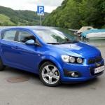 Der Chevrolet Aveo in der Farbe Blau