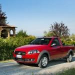 Der Fiat Strada in der Farbe Rot