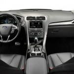 Ford Fusion Innenraum mit Leder und schicken Materialien