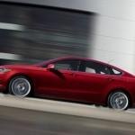 Ford Fusion in der Seitenansicht Farbe Rot