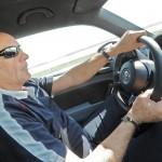 Der Ex-Rallyefahrer Hans-Joachim Stuck im Beetle