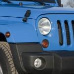 Die Frontscheinwerfer des Jeep Wrangler
