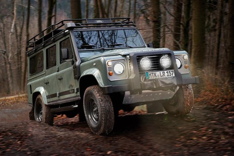 Das neue Sondermodell Land Rover Defender Blaser Edition in der Frontansicht
