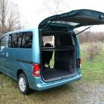 Platz bietet der Nissan NV200 Evalia dci90 für die Koffer reichlich