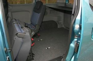 Durch umklappen der Sitze im Nissan NV200 Evalia dci90 entsteht mehr Laderaum