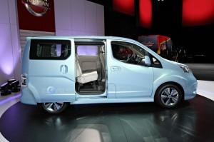 Der Nissan e-NV200 Concept in der Seitenansicht