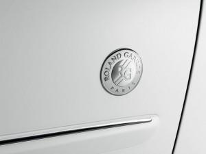 Das RG-Logo auf die Peugeot 207 CC Roland Garros Tür