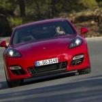 Der Sportwagen Porsche Panamera GTS in der Frontansicht