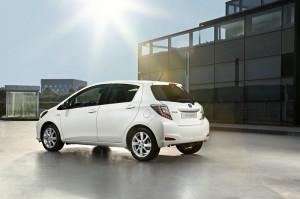 Toyota Yaris Hybrid in der Farbe Weiß