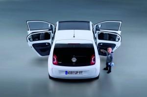 Der VW Up als Viertürer in der Heckansicht