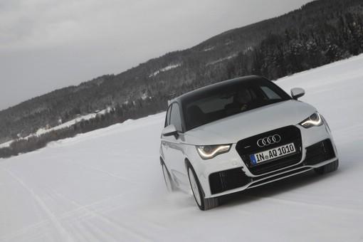 Der Audi A1 quattro im Winter im Schnee