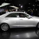 Cadillac ATS präsentiert sich auf einer Automesse