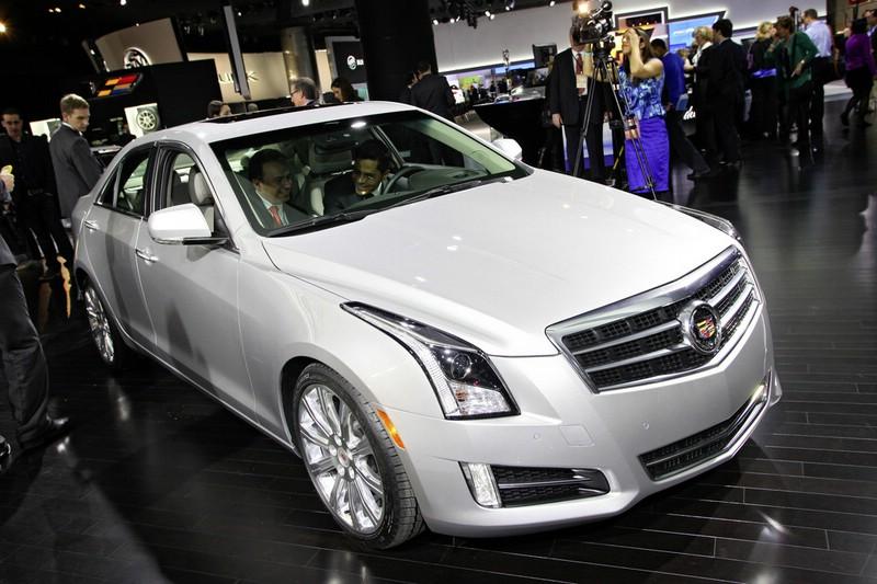 Cadillac ATS in der Frontansicht auf einer Automobil-Messe