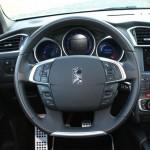 Das Cockpit des Citroen DS4 - Tachometer, Lenkrad, Navi, Verarbeitung