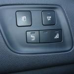 Der ESP und Toter-Winkel-Assistent Knopf im Citroen DS4