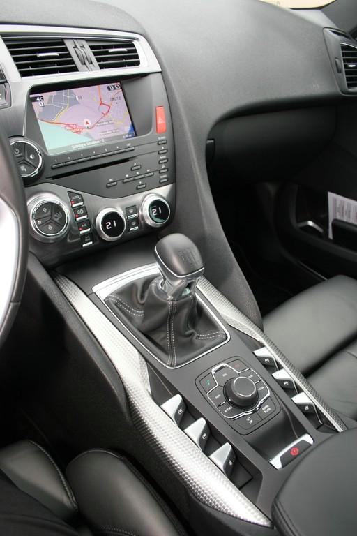 Die Mittelkonsole des Citroen DS5 mit Navi