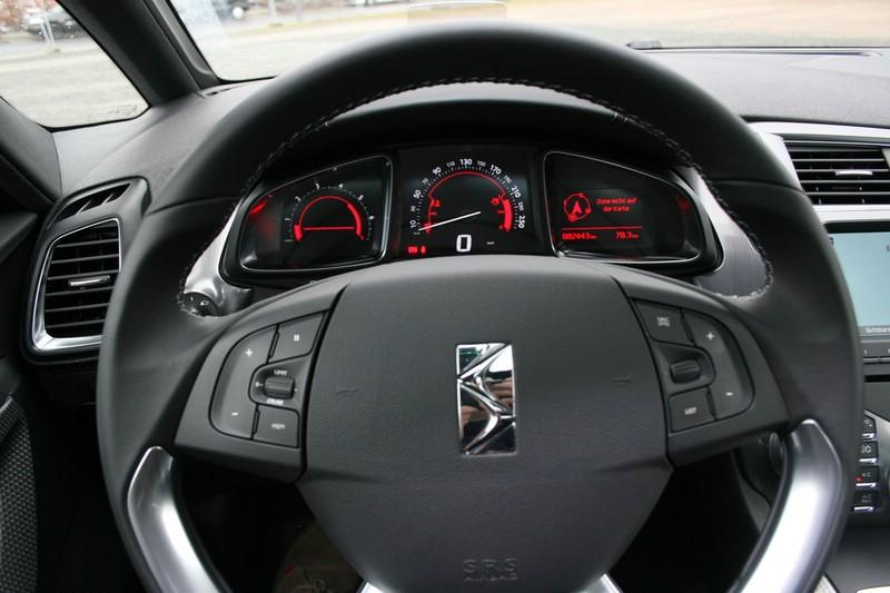 Der Tachometer des neuen Mittelklasse-Fahrzeugs Citroen DS5