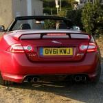 Raubtier Jaguar XKR-S Cabriolet präsentiert sich von hinten