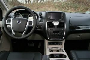 Das Cockpit des neuen Lancia Voyager 2.8 CRD
