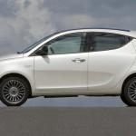 Lancia Ypsilon in der Seitenansicht (Farbe Weiss)