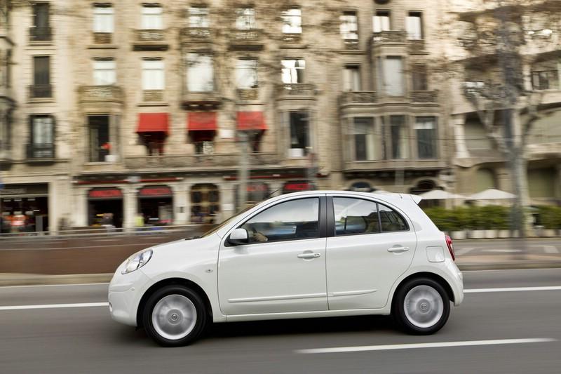 Kleinwagen Nissan Micra präsentiert sich von der Seite