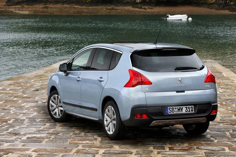 Die Heckpartie des neuen Peugeot 3008 HYbrid4