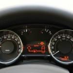 Der Tachometer des Peugeot 3008 HYbrid4