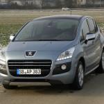 Der Front des Kompaktvan Peugeot 3008 Hybrid4