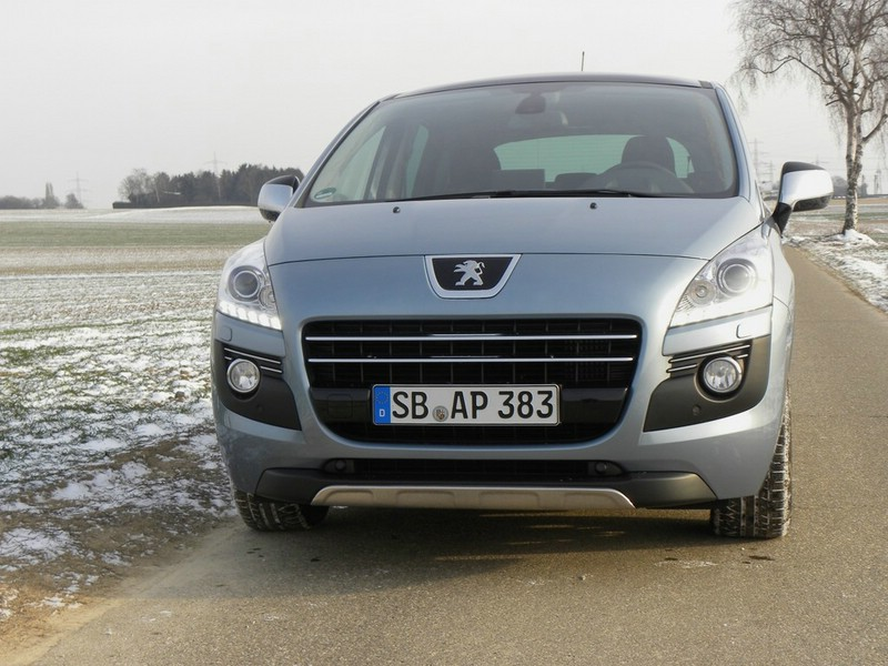 Peugeots neuer 3008 Hybrid4 in der Frontansicht