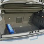 Peugeot 3008 Hybrid4 mit geöffneter Kofferraum