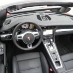 Das Armaturenbrett im Porsche Carrera Cabrio 2012