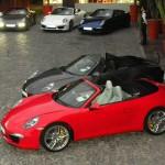 Porsche Carrera Cabrio in der Farben Rot und Schwarz