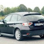Der Subaru Impeza 2.0 D Sport in Schwarz in der Heckansicht
