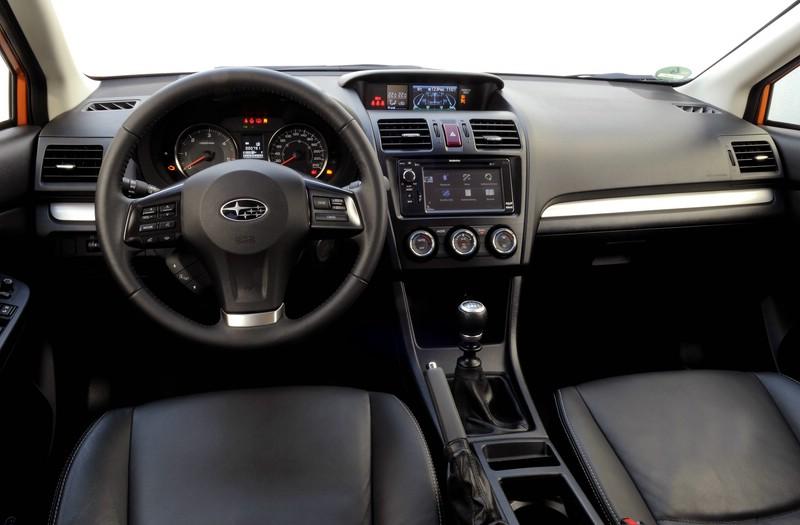 Der Innenraum des neuen Subaru XV. Ledersitze, Navi...
