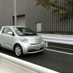 Der Prototyp des Toyota iQ EV in Silber