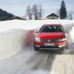 VW Passat Alltrak bei Testfahrten im Winter