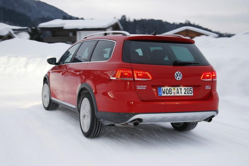 Der Volkswagen Passat Alltrak 2.0 TSI in Rot