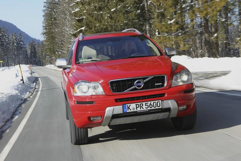 Volvos großes SUV XC90 in der Frontansicht in der Farbe Rot