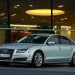 Audi A8 hybrid 2012 in Silber (Standaufnahme)