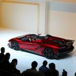 Lamborghini Aventador J fährt vor - Genfer Autosalon 2012