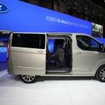 Der Ford Transit Tourneo Custom in der Seitenansicht