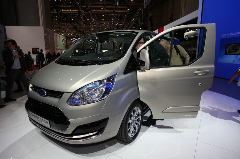 Ford Transit Tourneo Custom auf dem Genfer Autosalon