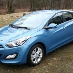 Hyundai i30, die zweite Generation 2012 in Hellblau (Standaufnahme)