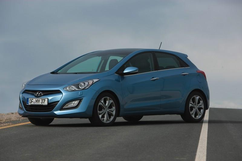 Hyundai i30 in der Front- Seitenansicht (Standaufnahme)