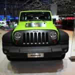 Die Frontansicht des neuen Geländewagens Jeep Wrangler Mountain